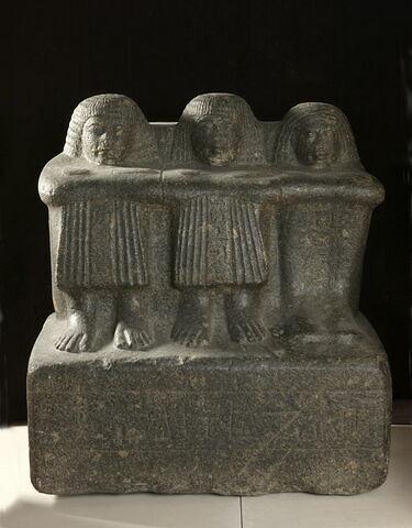 statue cube ; statue