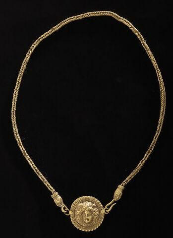 collier à pendentif ; chaîne