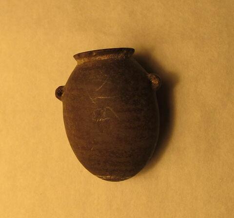 tonnelet à oreilles tubulaires ; gourde  ; vase miniature