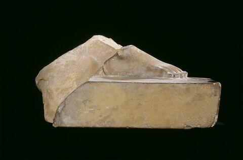 vue d'ensemble ; profil droit © 2005 Musée du Louvre / Georges Poncet