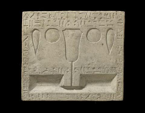 table d'offrandes rectangulaire ; table d'offrandes à 2 bassins