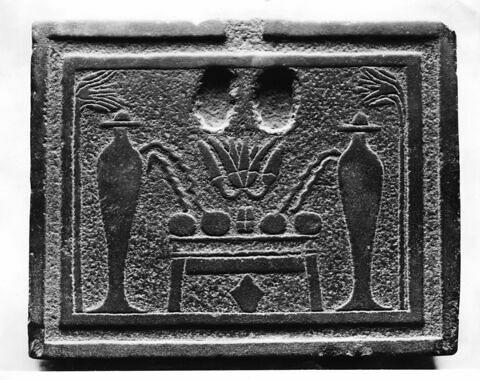 table d'offrandes rectangulaire ; table d'offrandes à 2 bassins ; table d'offrandes avec rigole
