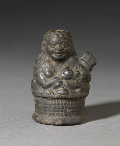 figurine de Béset allaitant ; vase plastique