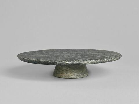 table d'offrandes en plateau circulaire à pied