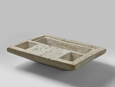 table d'offrandes rectangulaire sans bec ; table d'offrandes à 3 bassins