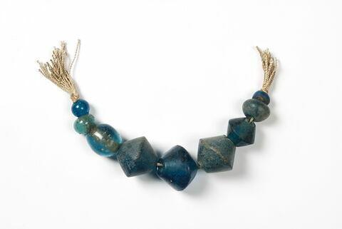 collier ; perle biconique ; perle globulaire