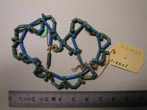 collier ; résille ; perle tubulaire ; perle rondelle ; perle rondelle jumelée