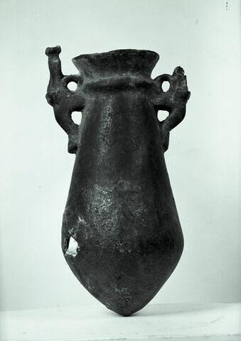 vue d'ensemble ; profil A © Musée du Louvre / Maurice et Pierre Chuzeville