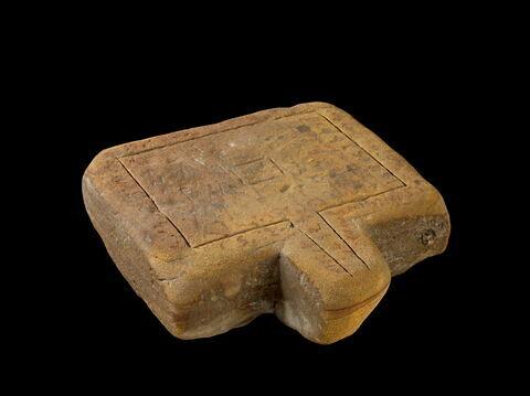 table d'offrandes rectangulaire à bec trapézoïdal