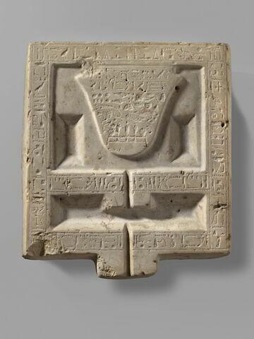 table d'offrandes rectangulaire à bec rectangulaire ; table d'offrandes à bec creusé ; table d'offrandes à 3 bassins