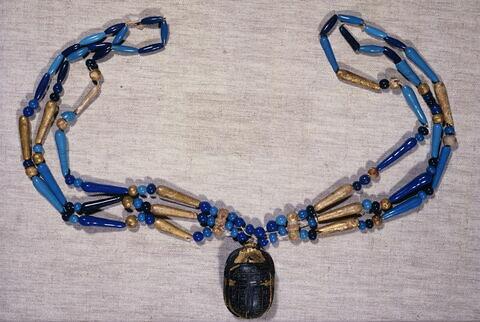 collier à 3 rangs ; perle sphérique ; perle fusiforme ; perle en massue