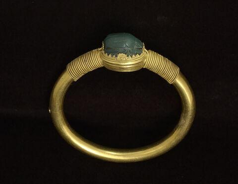 bracelet en anneau à médaillon ; bracelet ; scarabée
