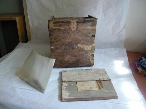 boîte carrée ; boîte à couvercle à glissière