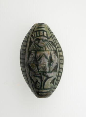 scaraboïde ; perle en demi olive