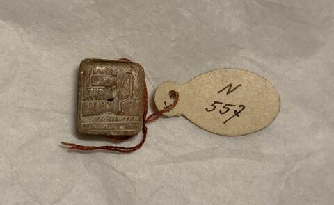 scaraboïde ; perle en pastille rectangulaire ; amulette