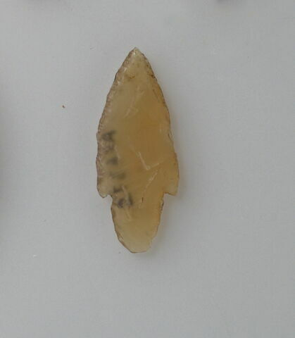 pointe de flèche en silex à pédoncule
