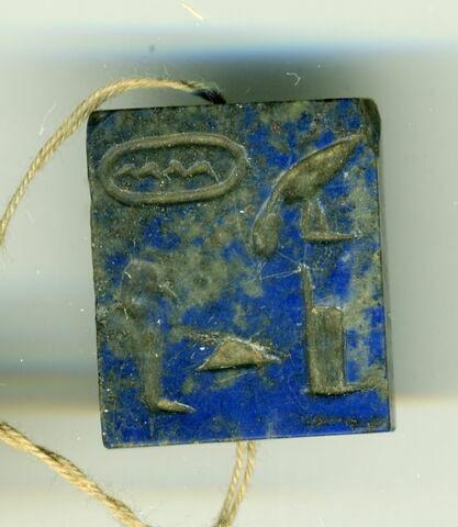 perle en pastille rectangulaire ; amulette
