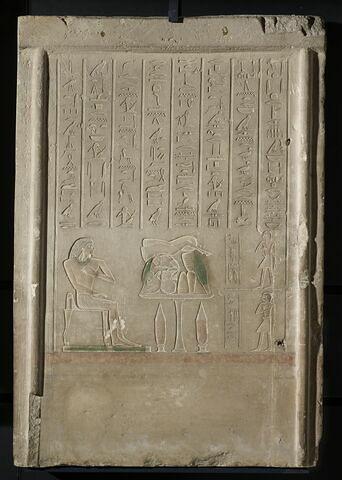 stèle rectangulaire ; stèle rectangulaire à corniche