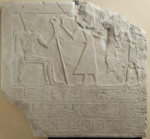 stèle rectangulaire allongée