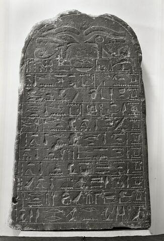 stèle cintrée ; Stèle de Sénebtify