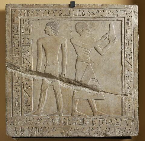 stèle carrée ; stèle à 1 registre