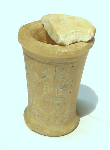 vase à onguent ; couvercle de vase  ; vase miniature