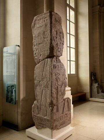 vue d'ensemble ; trois quarts face © 2011 Musée du Louvre / Georges Poncet