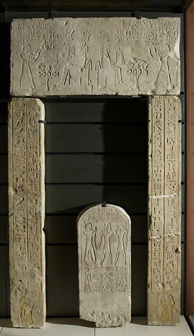 relief mural ; porte ; linteau ; montant de porte