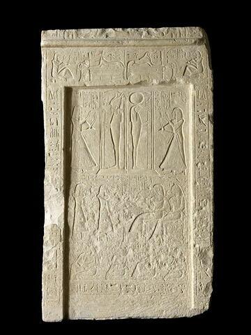 stèle rectangulaire à corniche ; stèle à 3 registres