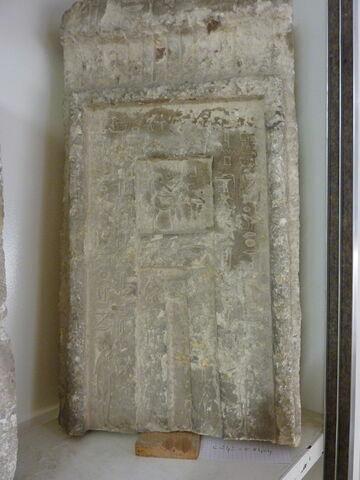 stèle fausse porte
