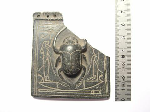 pectoral en naos ; scarabée de cœur