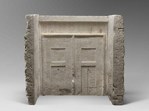 stèle chapelle ; stèle fausse porte ; stèle rectangulaire