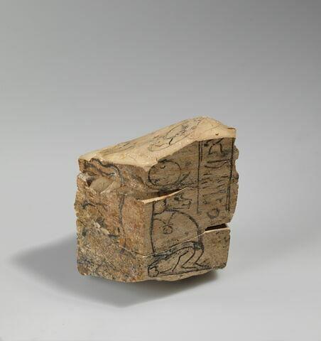 vue d'ensemble ; trois quarts © 2012 Musée du Louvre / Christian Décamps