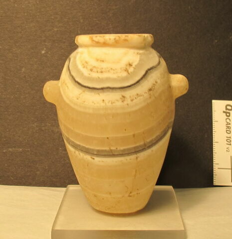 tonnelet à lèvre en bourrelet ; vase miniature