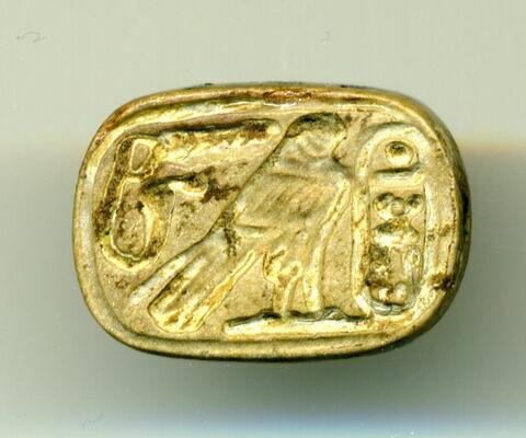 perle en pastille ovale ; scaraboïde