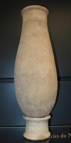 jarre ovoïde ; avec contenu