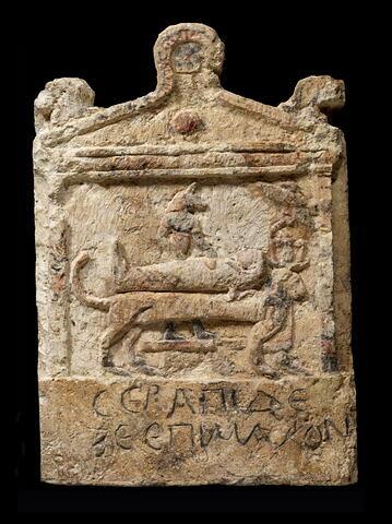 stèle rectangulaire à fronton