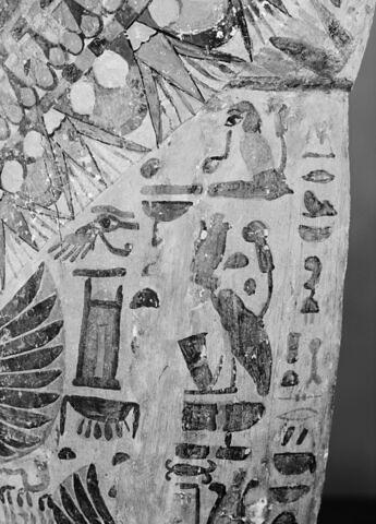 détail ; vue extérieure ; profil gauche ; partie supérieure © 1980 Musée du Louvre / Maurice et Pierre Chuzeville