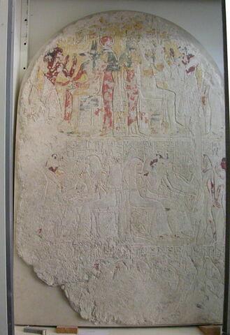 stèle cintrée ; stèle à 3 registres