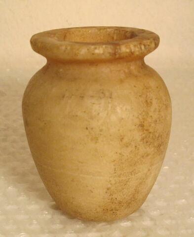 vase ; pot à kohol