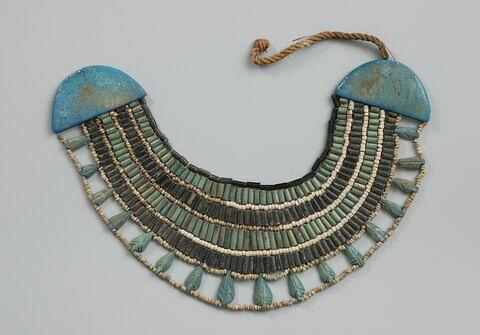 collier ; perle tubulaire ; perle rondelle ; corde