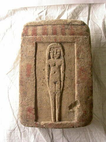 stèle en façade de naos ; stèle