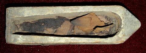 figurine ; élément momifié ; tissu