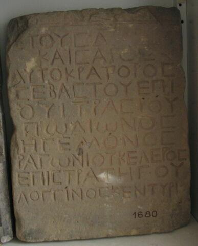stèle rectangulaire