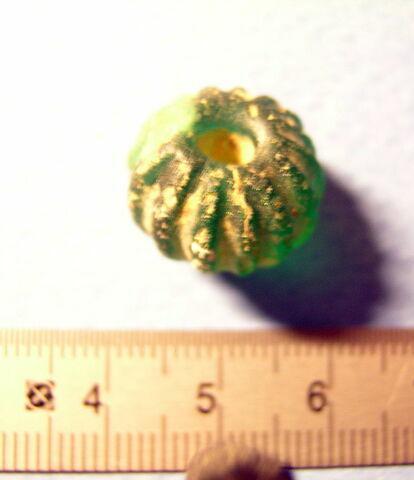 perle globulaire côtelée