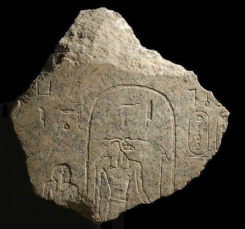 relief mural ; bloc de paroi ; sarcophage