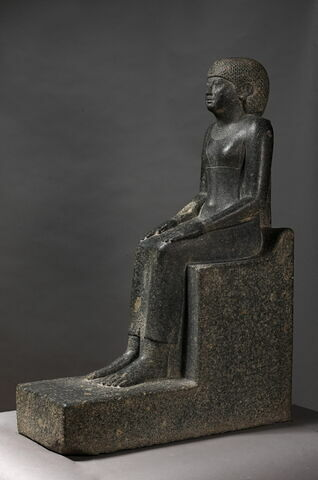 trois quarts gauche ; face, recto, avers, avant © 2013 Musée du Louvre / Christian Décamps