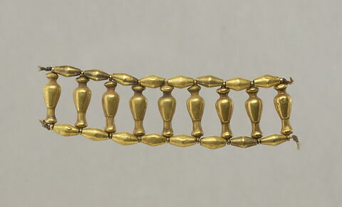 perle biconique ; pendentif ; collier