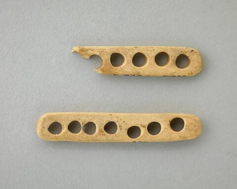 plaquette  ; instrument de tissage filature ou couture