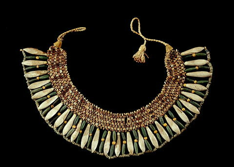 collier ; perle en goutte ; perle cylindrique ; perle rondelle